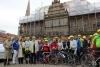 """185 Radlerinnen und Radler der """"Tour der Hoffnung"""" auf dem Bremer Marktplatz"""